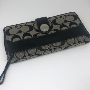 Coach wallet - coin compartment, card slots